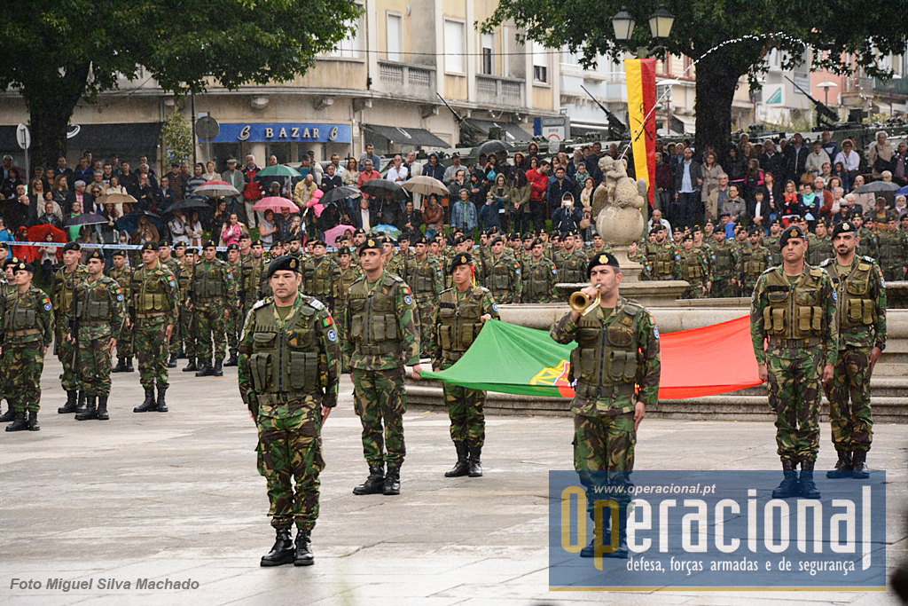 Comandou as Forças em Parada o Tenente-Coronel Ferreira, comandante do GAM/KFOR e agora 2Cmdt do RC 6.