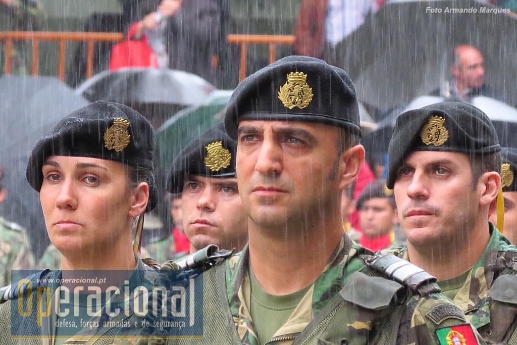 Foi, como se costuma dizer, uma cerimónia abençoada pela valente molha que todos os presentes suportaram. Mais uma!