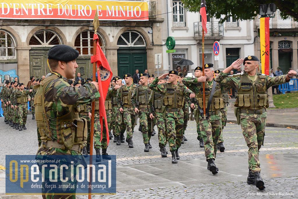 Como é tradição a cerimónia foi encerrada pelo desfile das Forças em Parada em continência à Alta Entidade.