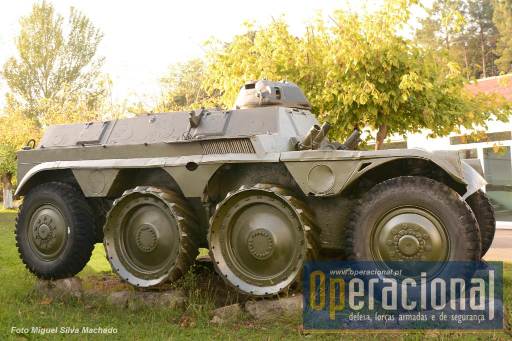 A única viatura portuguesa que se encontra no Museu dos Blindados de Saumur (França) é exactamente uma ETT. Tinha tal como a EBR tracção às 8 rodas, e autonomia para cerca de 700km. Peso total, preparado para combate, 15 toneladas.