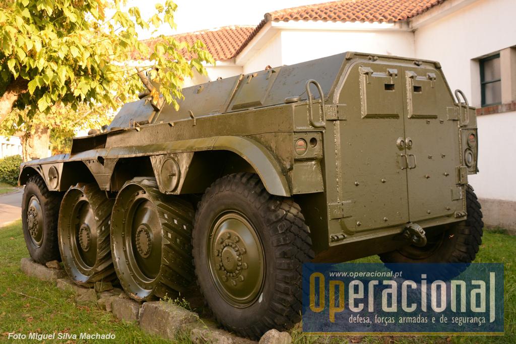 Esta viatura foi usada em Angola com êxito, no Grupo de Dragões de Silva Porto e no Continente na Escola Prática de Cavalaria e nos Regimentos de Cavalaria n.ºs 3, 4, 6, 7 e 8. Foi retirada de serviço com a EBR por volta de 1984.
