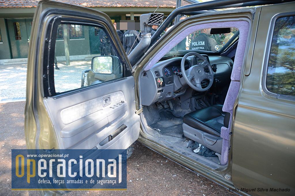 O compartimento de condução da Nissan foi protegido com uma blindagem interior, e a parte inferior da viatura também, além das placas aplicadas no compartimento de carga.