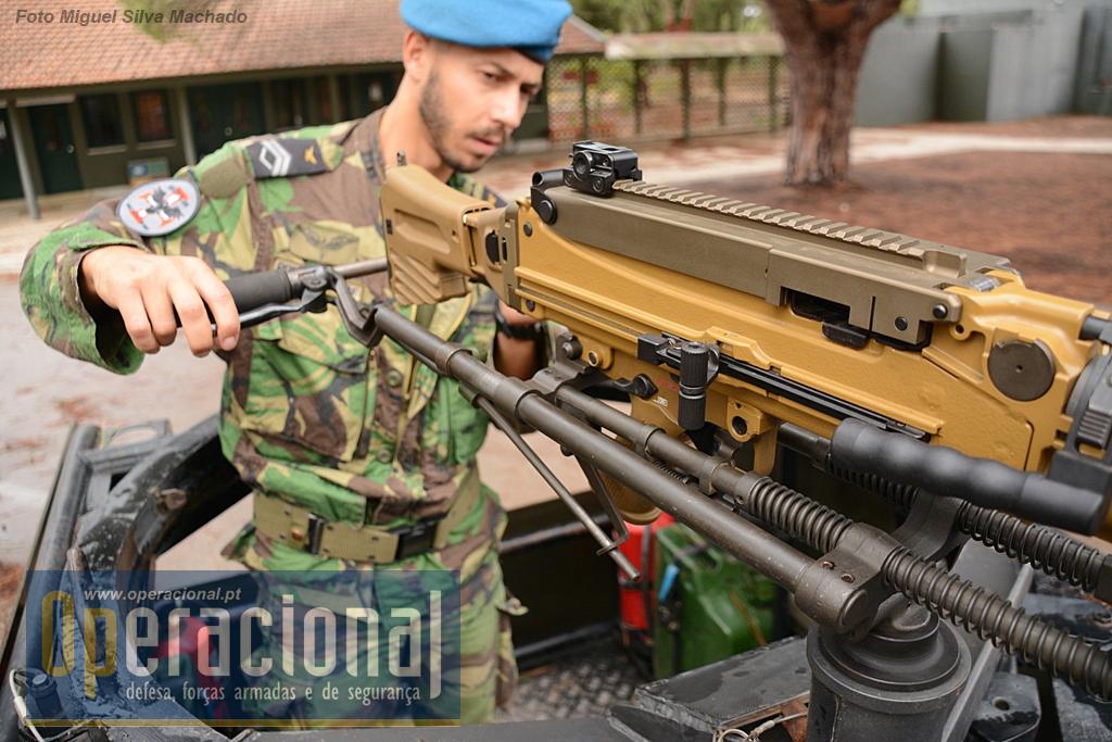 A montagem da arma é simples e não necessita de qualquer acessório especifico.