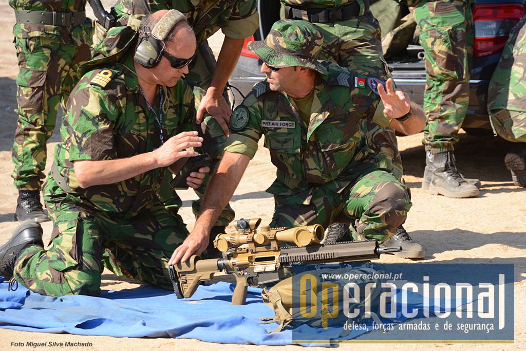 Militares e policias, tiveram oportunidade de usar a arma/mira e verificar, ainda que apenas numa tarde, as suas potencialidades.