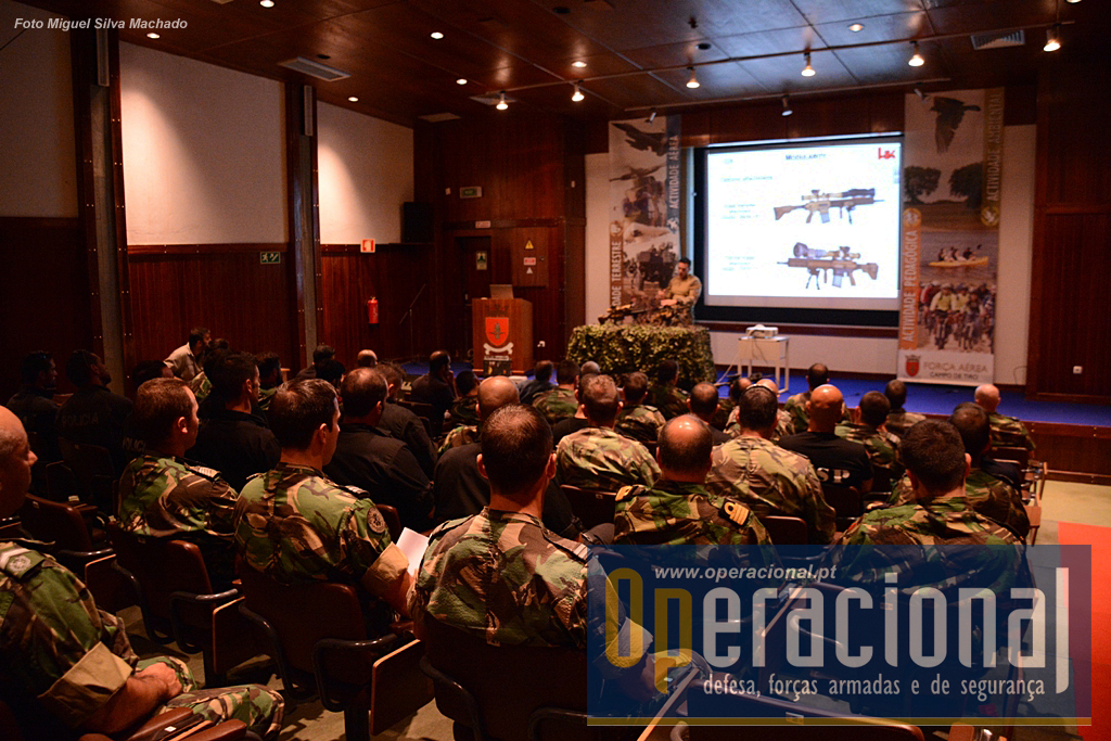 O Campo de Tiro recebeu, a convite da Defmat, Lda, elementos das Forças Armadas e das Forças de Segurança para assistir à apresentação deste moderno material material HK.