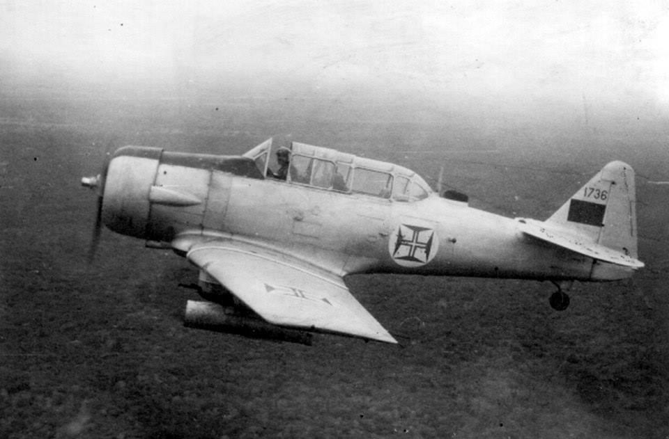 Os T-6 apesar das suas limitações cumpriram grande parte das missões ofensivas da Força Aérea em Angola, Guiné e Moçambique (Foto arquivo Alfredo Serrano Rosa)
