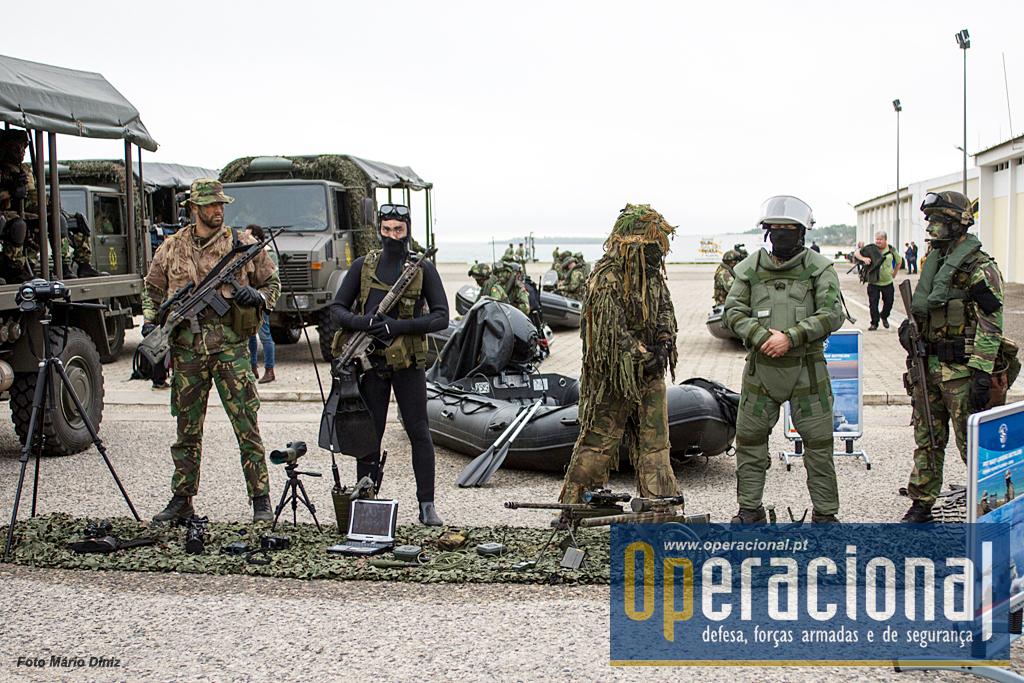 """O Corpo de Fuzileiros colocou em """"exposição estática"""" um forte contingente com a maioria das suas capacidades representadas."""