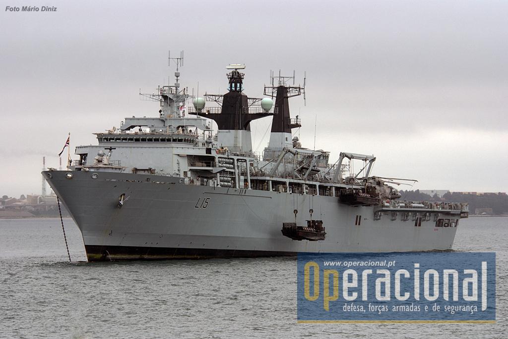 O HMS Bulwark, Landing Platform Dock, com capacidade para transportar de 256 a 405 militares, seus equipamentos e viaturas.