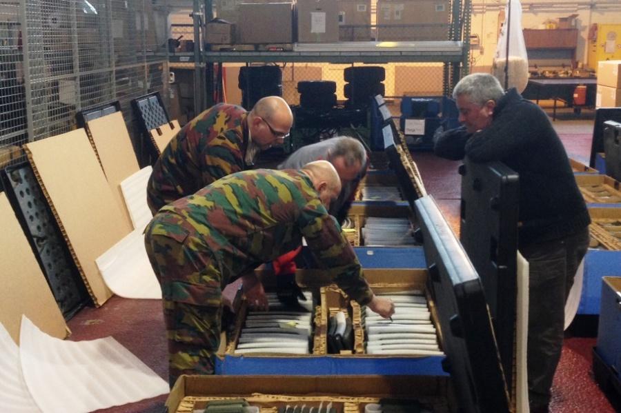 Os coletes balísticos provêm de depósitos americanos na Europa (Foto Ministério da Defesa da Bélgica)