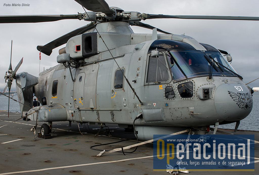 """O """"Merlin"""" MK 2 destinado à luta anti-submarino e à protecção de forças navais entrou ao serviço na Royal Navy em 2014 e é uma versão modernizada do Mk 1 dos anos 1990."""