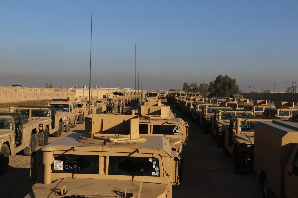 Entrega de material ao Exército Iraquiano. Equipamento não parece haver falta! (Foto EMD - Espanha)