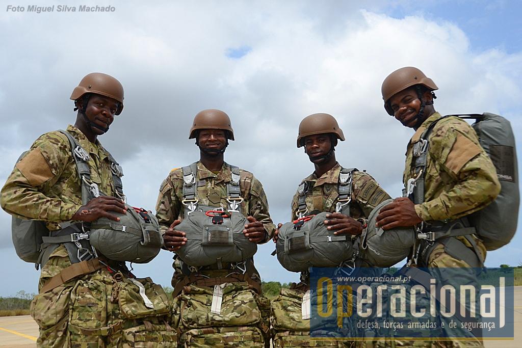 O novo fardamento e equipamento já é hoje usado pela totalidade dos militares das Forças Especiais Angolanas.