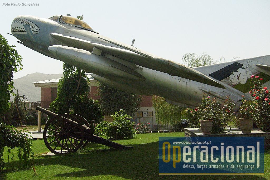 O MIG 17 fabricado na URSS nos anos 50 e depois em vários países seus aliados, serviu em mais de 40 países, estando ainda a voar em 4 ou 5! O Afeganistão terá adquirido cerca de 100 destes caças.