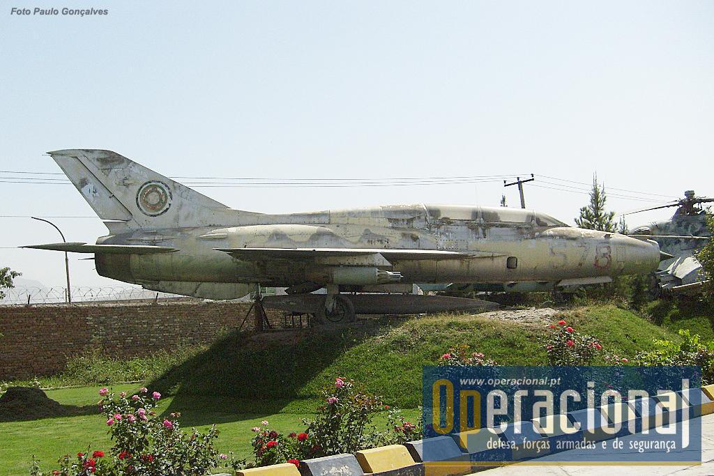Um MIG 21 U-400 bilugar / Treino. Mais de 10.000 aparelhos destes foram produzidos na URSS e em outros países, e serviram (e ainda servem) em cerca de 50 países.