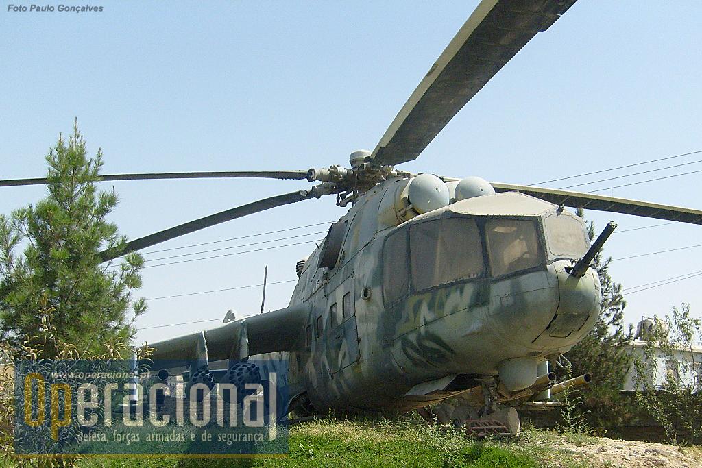A versão aqui exposta parece ser a MI-24A.