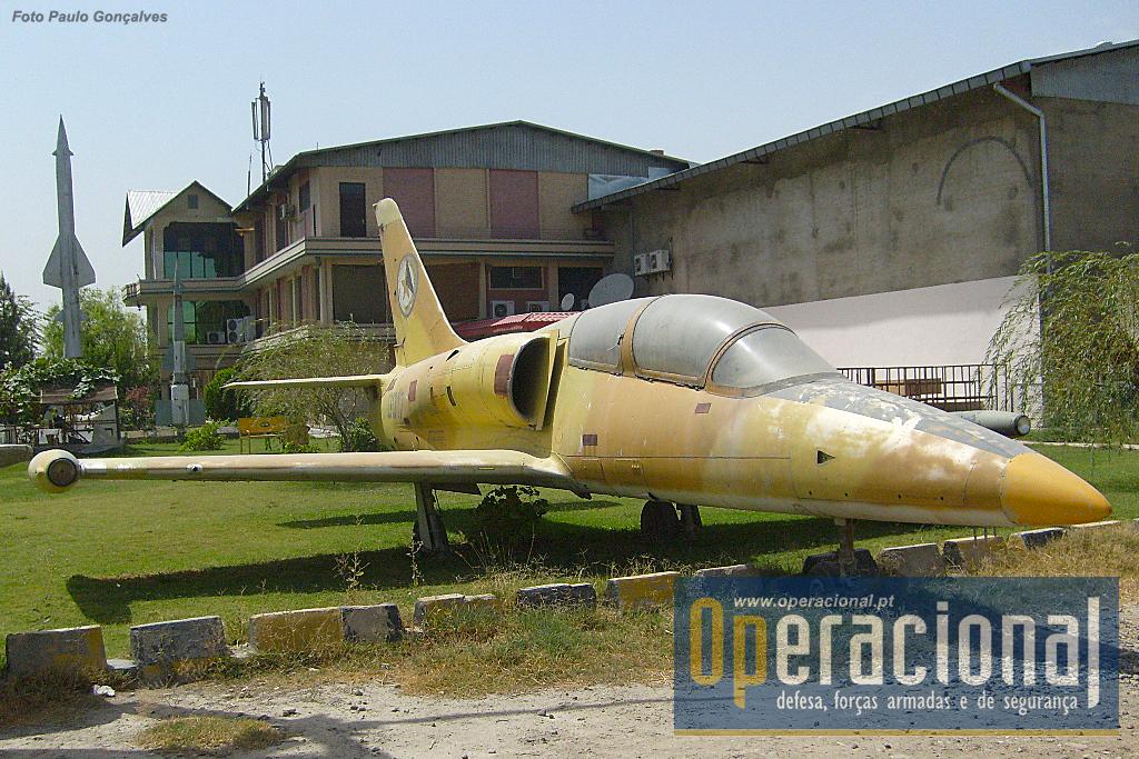 Fabricado na antiga Checoslováquia, o Aero Vodochody L-39 Albatros, foi um avião de treino que também serviu por estas paragens. Cerca de 2.800 destes aviões foram vendidos pelo fabricante para mais de 30 países. O Afeganistão terá recebido 5.