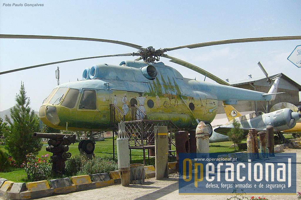 O MI 8 fabricado na antiga URSS é um dos mais conhecidos helicópteros do mundo. Mais de 50 países o usaram ou usam, e terão diso produzidos desde os anos 60 até à actualidade - várias versões - cerca de 17.000 e a produção continua. No Afeganistão versões mais recentes continuam em serviço.