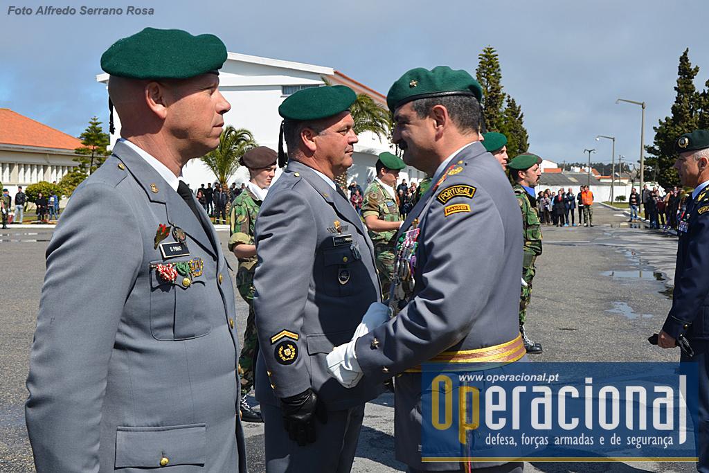 Condecorados com a Medalha de Comportamento Exemplar Grau Ouro o Tenente-Coronel Dias Pinho e o Sargento- Chefe Lopes Cardoso.