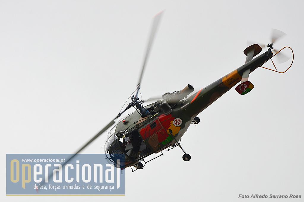 A Alouette III que acompanhas as Tropas Pára-quedistas desde os anos 60 na Guerra do Ultramar está prestes a terminar a sua gloriosa e longa carreira na Força Aérea Portuguesa.