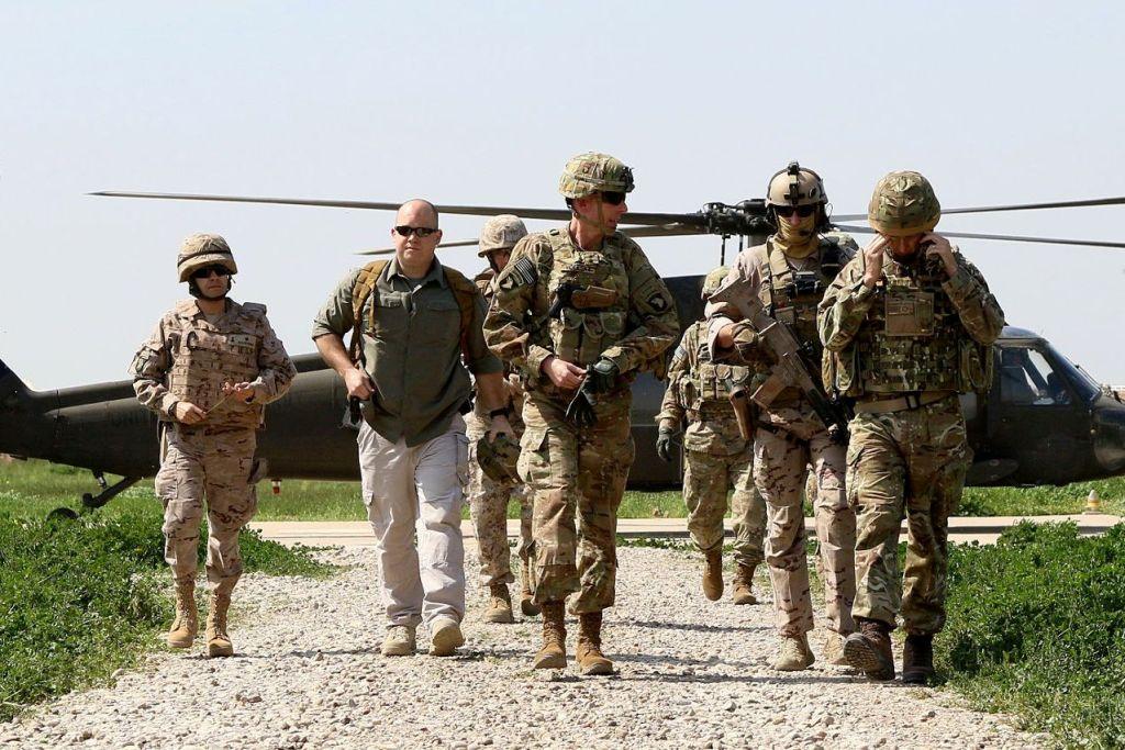 O general Gary J. Volesky chega a Besmayah para a sua primeira visita à Base Gran Capitan.