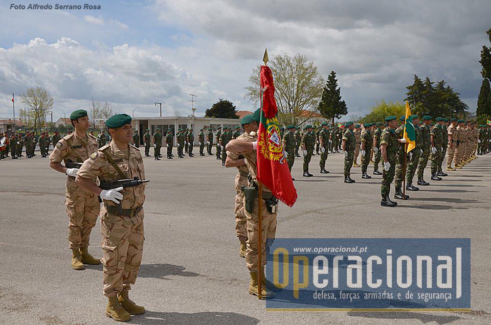 Na parada do RI 15 em Tomar, enquadrados pelo 1.º Batalhão de Infantaria Paraquedista.