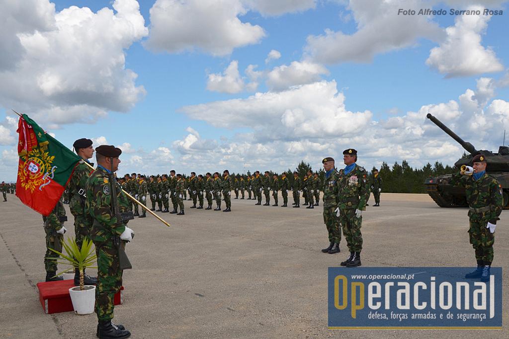 O Estandarte Nacional da BrigMec e Escolta vai receber continência das Forças em parada sob o comando no Coronel Tirocinado Eduardo Ferrão.