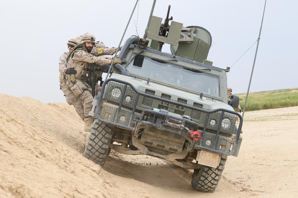 """Os Iveco LMV (Light Multirole Vehicle) , """"Lince"""", um dos dois tipos de viaturas blindadas 4X4 do Exército Espanhol que foram utilizadas no curso."""