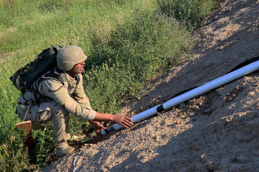 Curso de Sapadores de Combate. Treinando a colocação de um torpedo Bangalore.