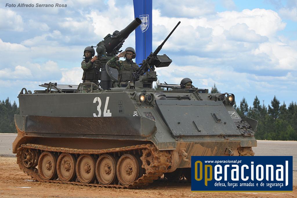 """A arma anti-carro em uso na BrigMec, o """"Tow"""", aqui instalado no M-113."""