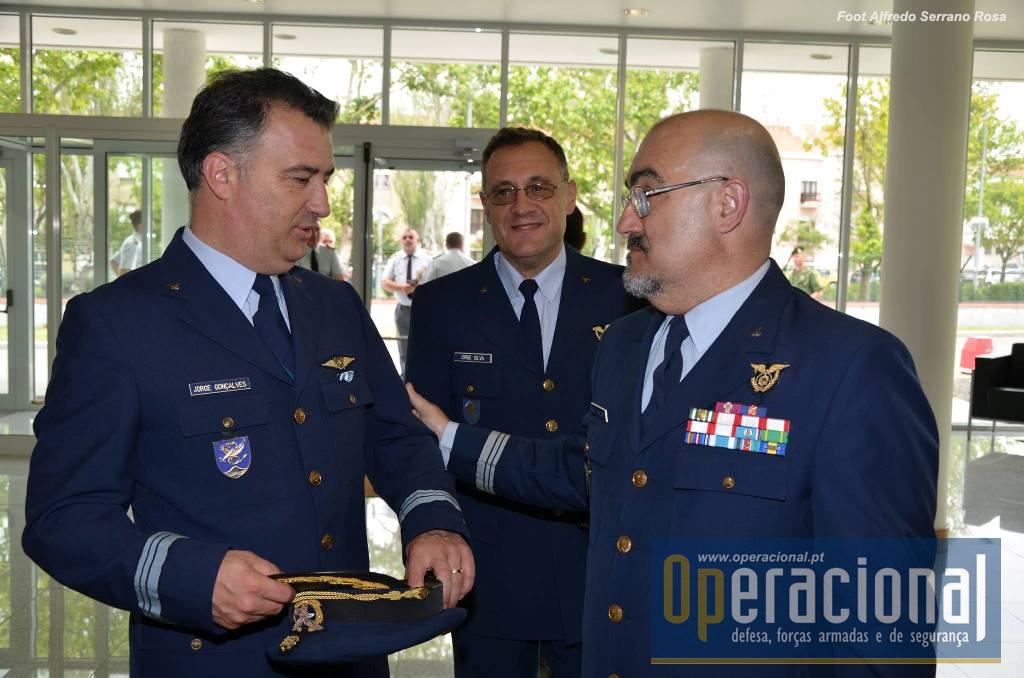 Vários oficiais da Força Aérea Portuguesa estiveram presentes.