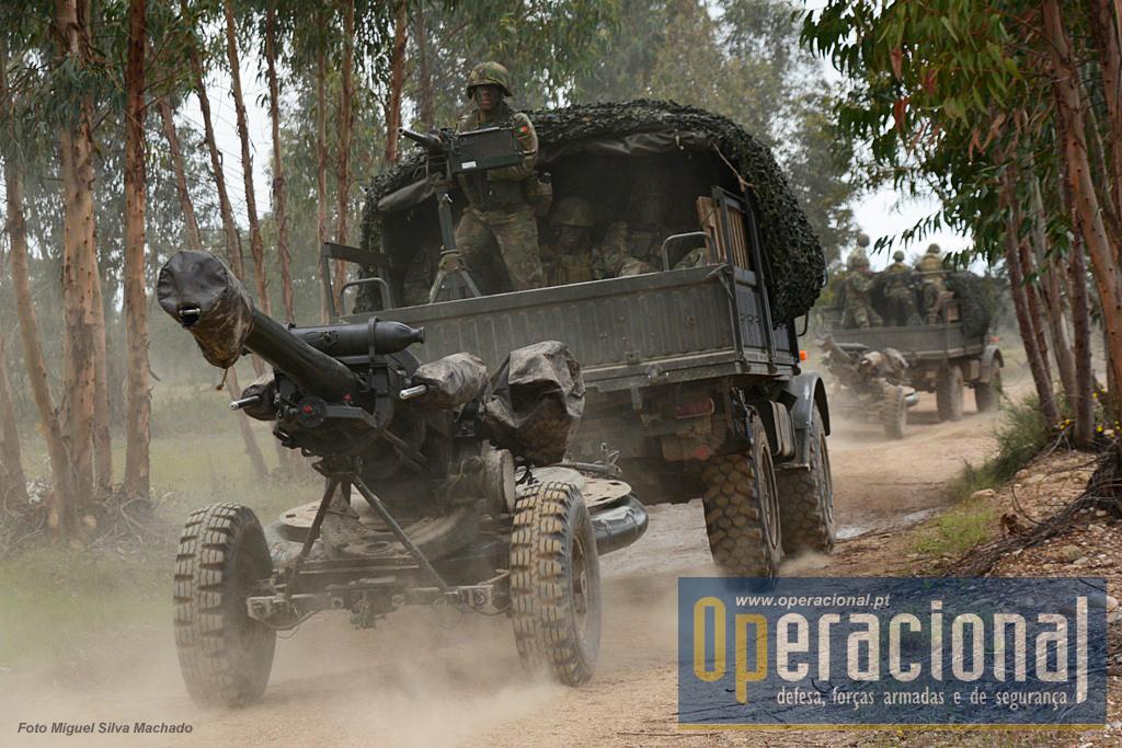 A mobilidade das armas, guarnições e parte das munições, é garantido pelos Unimog Mercedes.