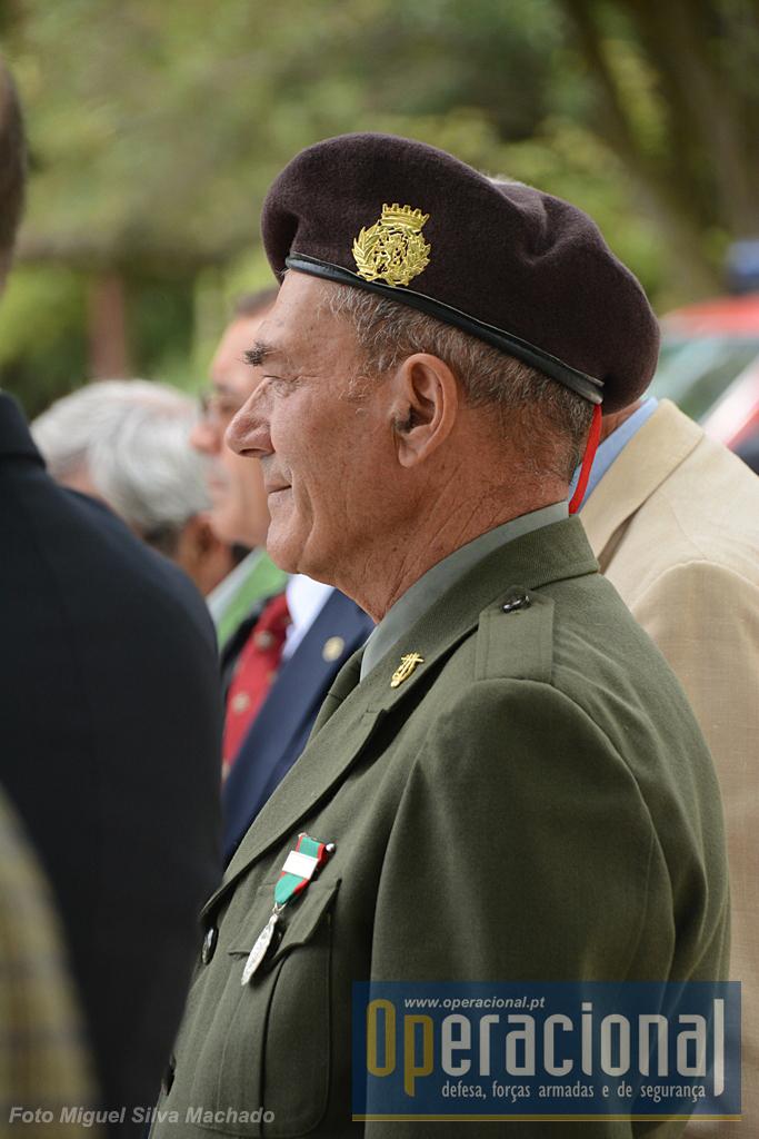 Os anos passam, as fardas mudam, mas o sentimento de pertença à instituição militar não desaparece.