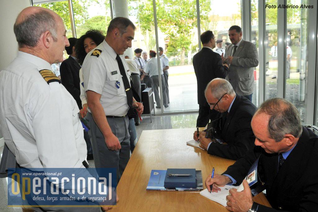 E nem faltou uma sessão de autógrafos, para os coordenadores das duas edições do Bósnia 96.