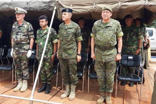 Portugal esteve representado na cerimónia pelo Tenente-General Faria Menezes, Comandante das Forças Terrestres (segundo a partir da esquerda).