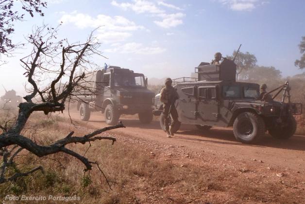 """Exercício """"Bangui"""" em Beja. Os primeiros HMMWV portugueses foram adquiridos para a missão em Timor (em 2000), para a qual foram pintados de branco. Agora, em 2016, voltam a usar essa cor."""