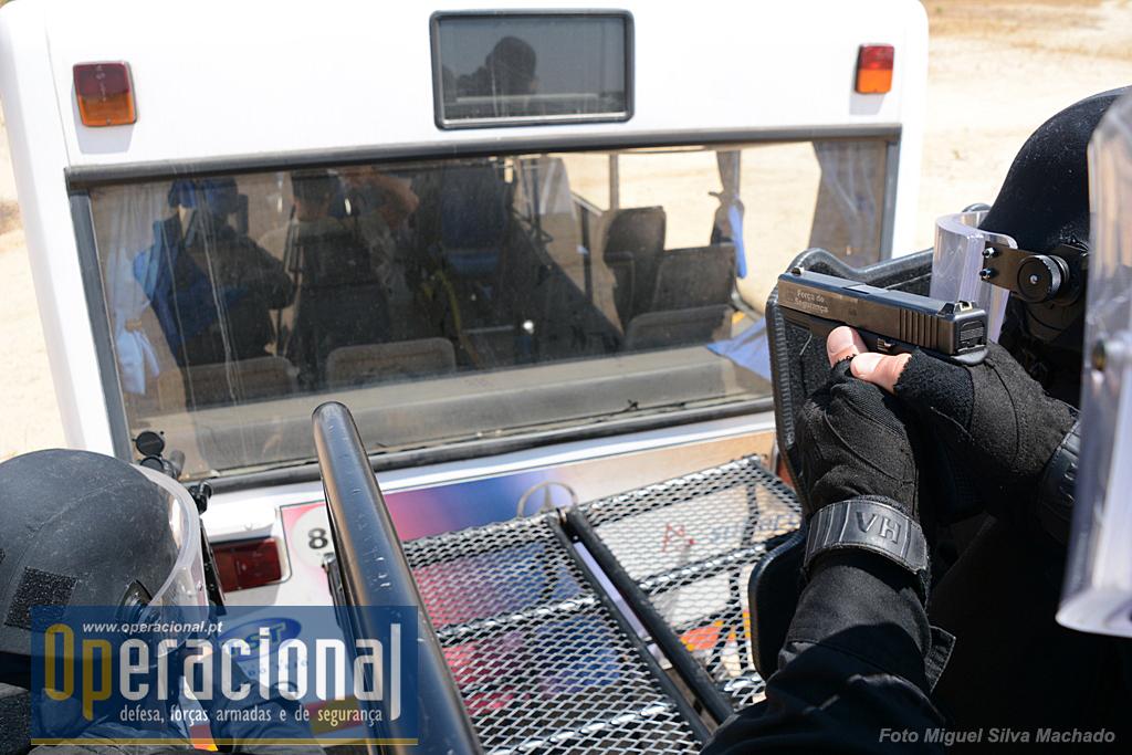 Protecções balisticas (escudo, capacetes com videira, coletes), Pistolas Glock e HK MP 5, ambas em 9mm vão ser usadas.