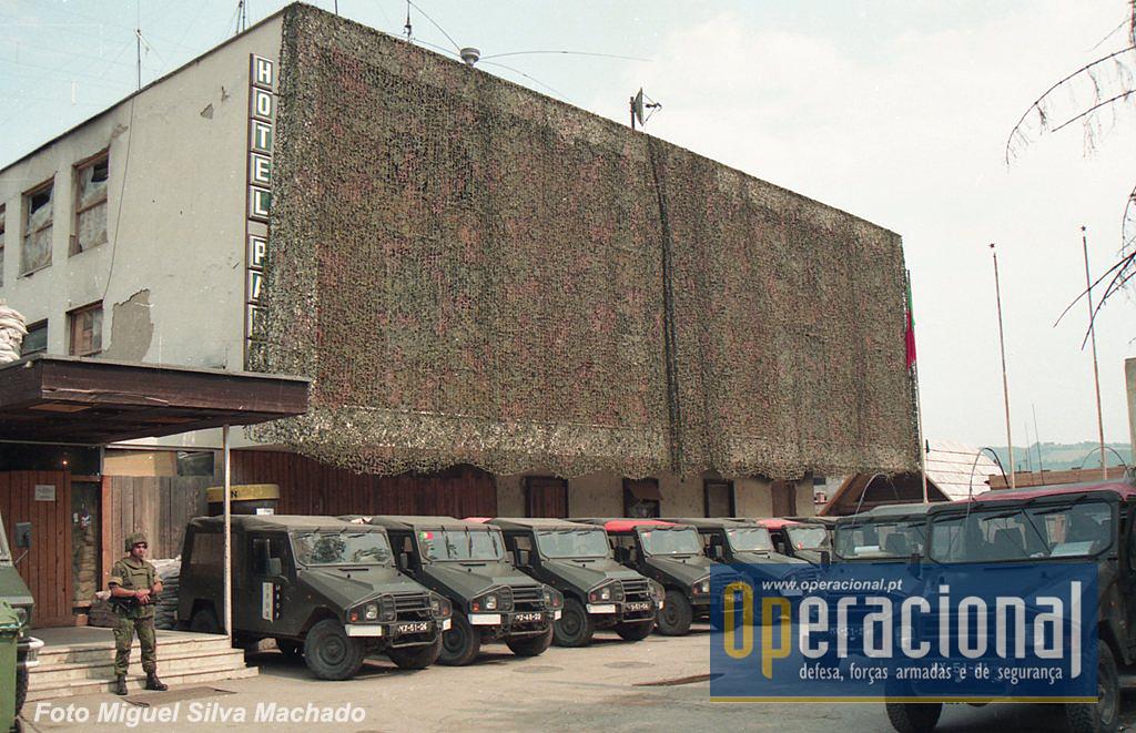 """O QG do 2BIAT em Rogatica, República Srpska da Bósnia e Herzegovina, onde a maioria destes """"Retratos"""" de José Araújo tiveram lugar."""