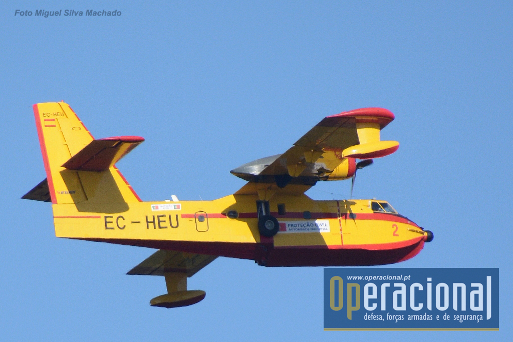 Canadair de matrícula espanhola ao serviço da Autoridade Nacional de Proteção Civil portuguesa, fotografado em Julho de 2016, voando na região de Torres Vedras.