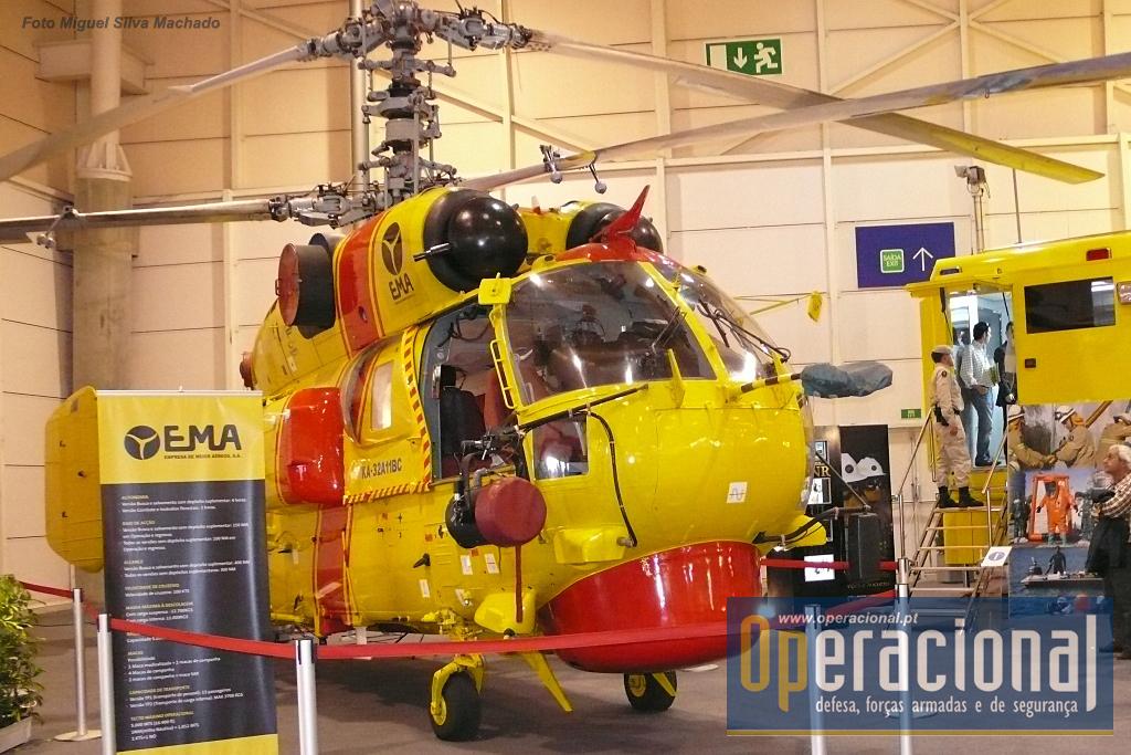 Um dos seis Kamov KA-32 que a Empresa de Meios Aéreos operou, aqui fotogrado na exposição Segurex 2009, em Lisboa.
