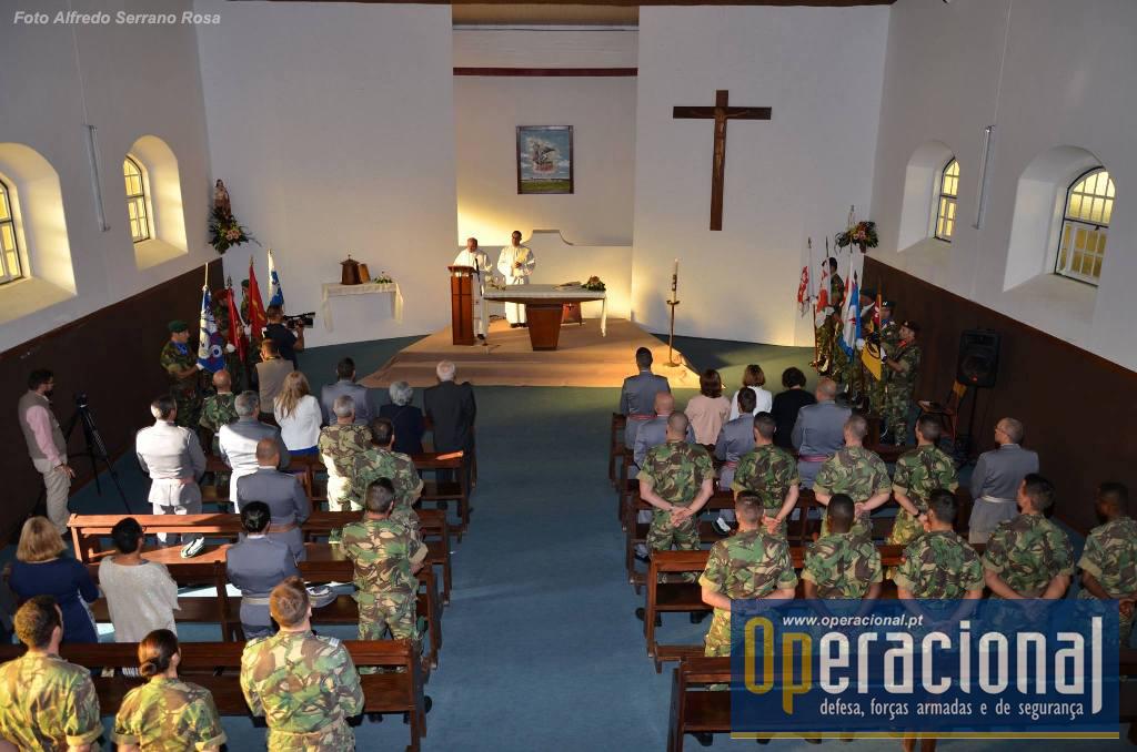 O dia iniciou-se com o Hastear da Bnadeira Nacional, a que se seguiu, na Capela, uma Cerimónia Eucarística.