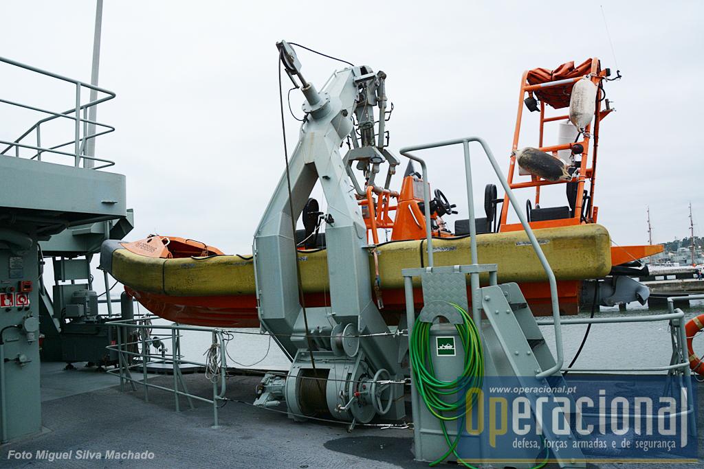 O semi-rigidos são essensciais quer ás manobras d erecolha de pessoas quer a determinadas operaç ões de segurança ou abordagem a outras embarcações.