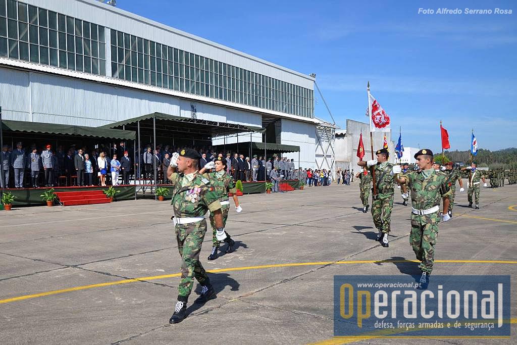Comandante das Forças em Parada e Bloco de Estandartes Heráldicos das Unidades da BrigRR.