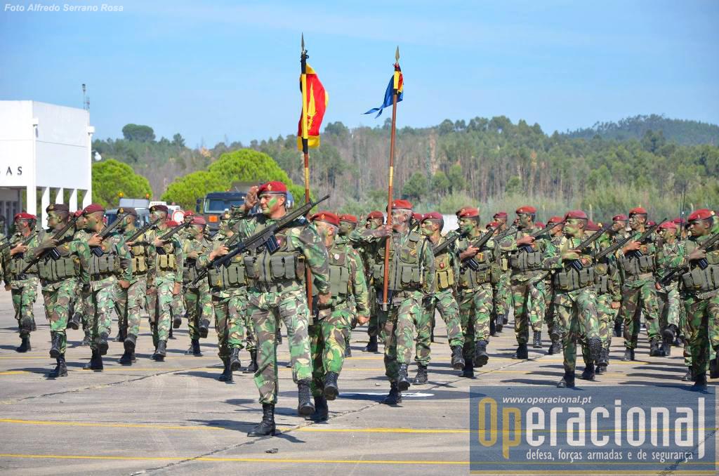 O Batalhão de Comandos, aqui representado pela Força Nacional Destacada que irá operar na Republica Centro Africana e é maioritariamente composta por militares do Regimento de Comandos.