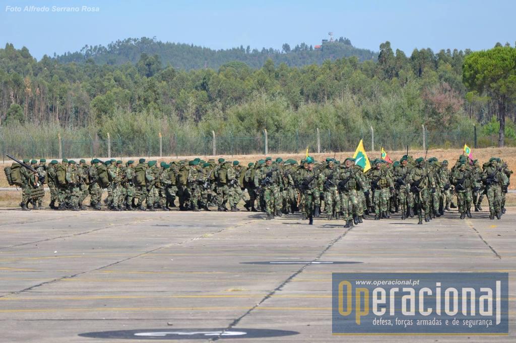O 1.º Batalhão de Infantaria Pára-quedista integra a componente terrestre da Força de reacção Imediata do EMGFA e tem militares destacados no Iraque.