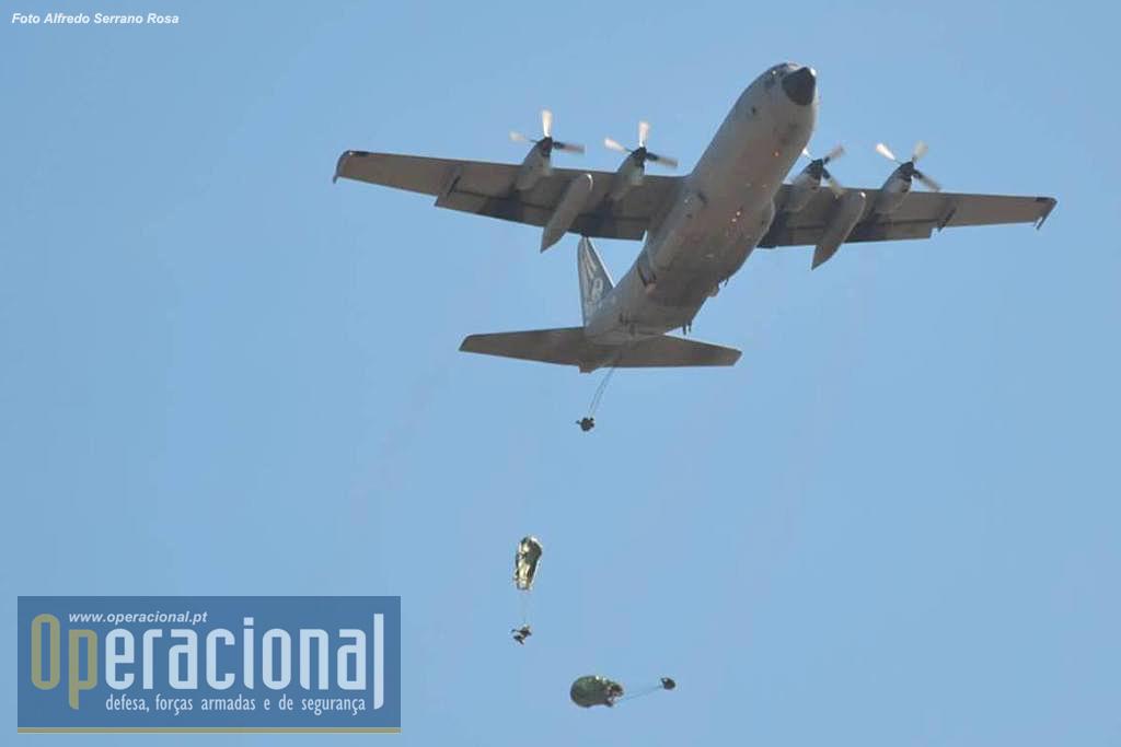 um salto automático, táctico a 300m do solo, pelo Destacamento Bravo da Companhia de Precursores, a partir de um C-130 da Esquadra 501 / Base Aérea n.º 6. Este destacamento após a sua aterragem no solo iria operar a Zona de Lançamento e/ou de Aterragem, permitindo o lançamento de uma força aerotransportada de grandes efectivos e/ou a aterragem de aeronaves para descarregar pessoal e material necessários ao desenrolar da operação.