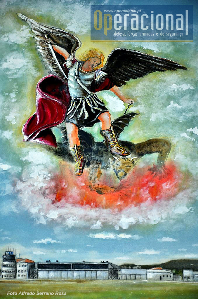 Pintura existente na Capela do Comando e Estado-Maior da BrigRR. S. Miguel derrota as forças do mal!