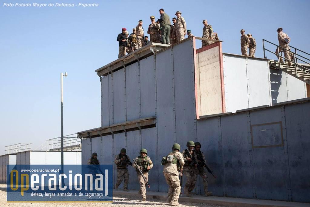A Polícia de Fronteira do Iraque como se compreende tem uma vertente militar muito marcada e a sua formação, em alguns aspectos, não difere da ministrada ao Exército.