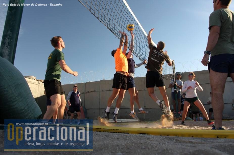 O material desportivo que permitiu realizar este torneio (rede, bolas oficiais, etc) veio de Melilla!