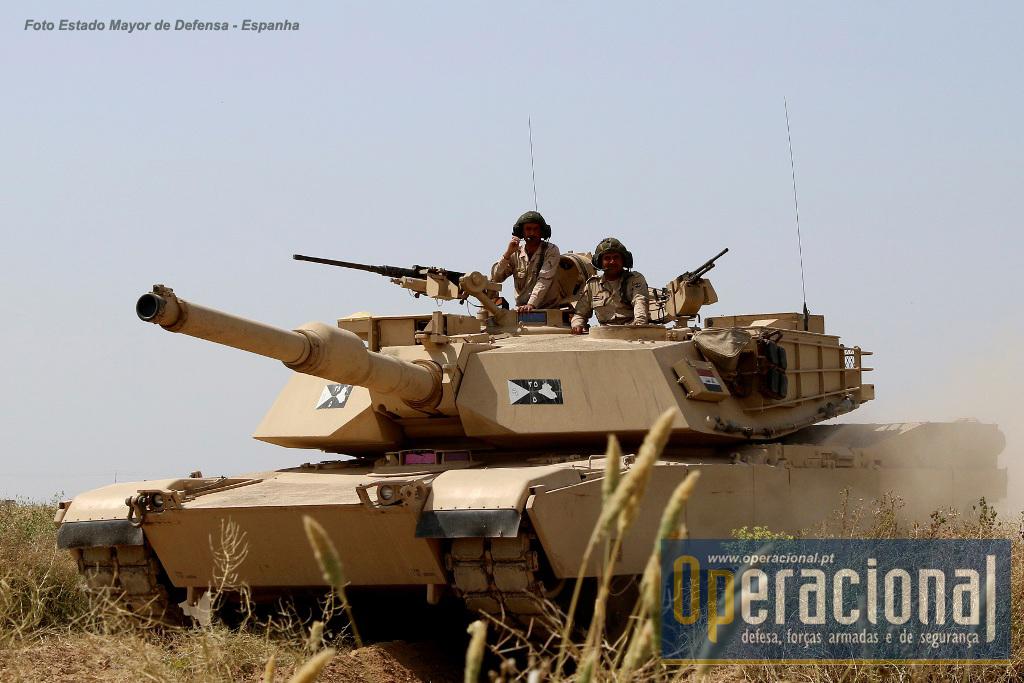 O M-1 é um dos carros de combate que o Exército do Iraque tem empregue nas suas operações contra o Daesh.