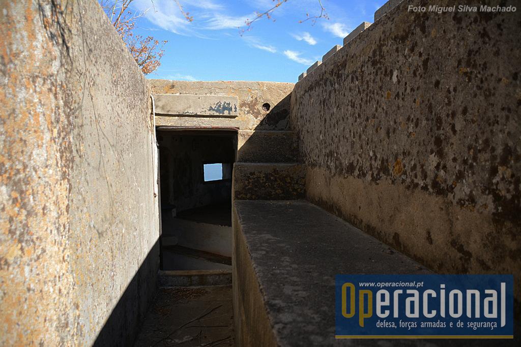 Trincheira de acesso a uma das posições fortificadas na face nascente do Forte.